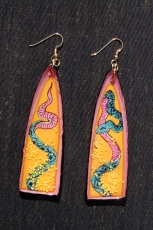 Snake earrings in pink